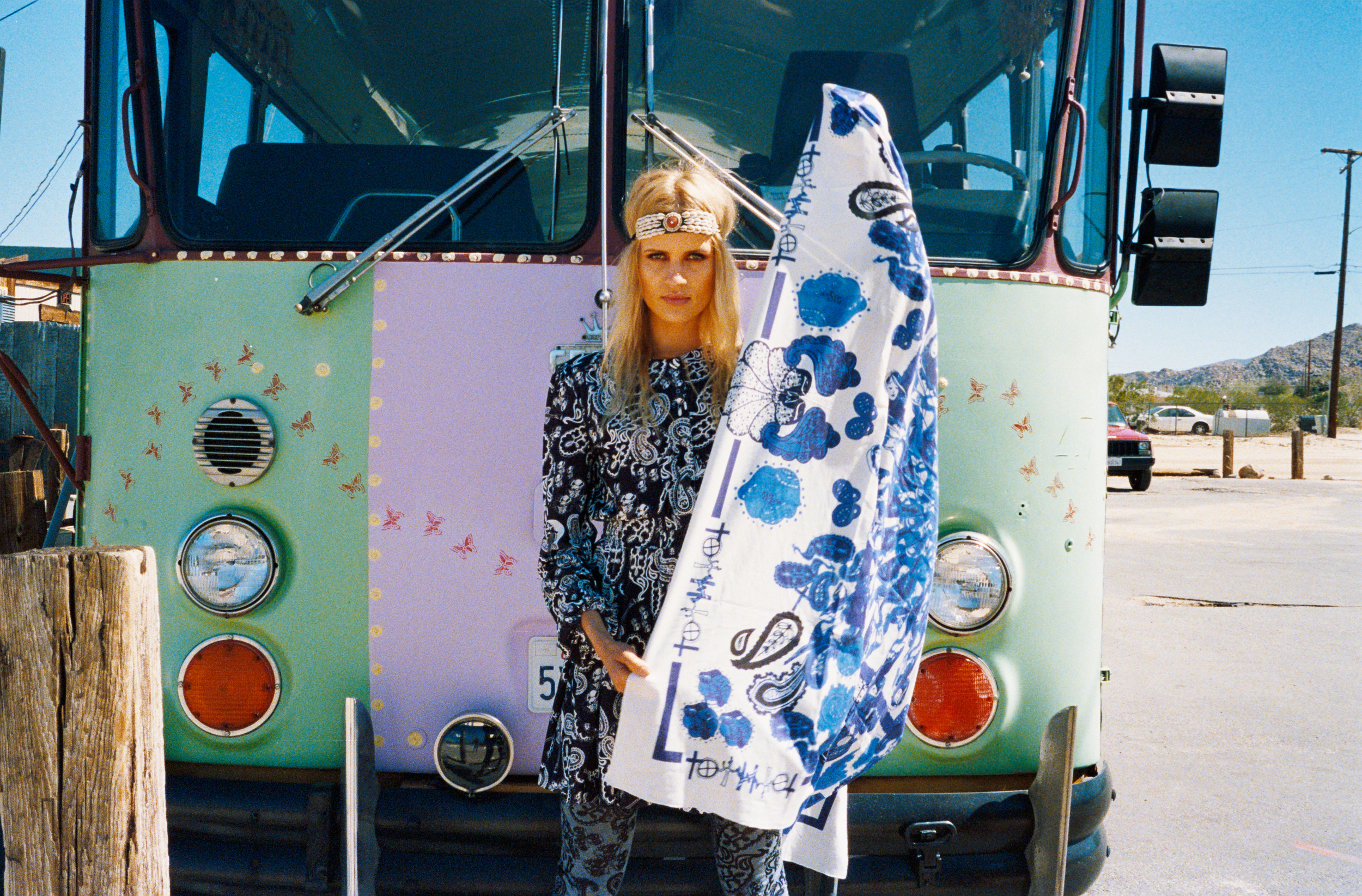 bus and the scarf2.jpg