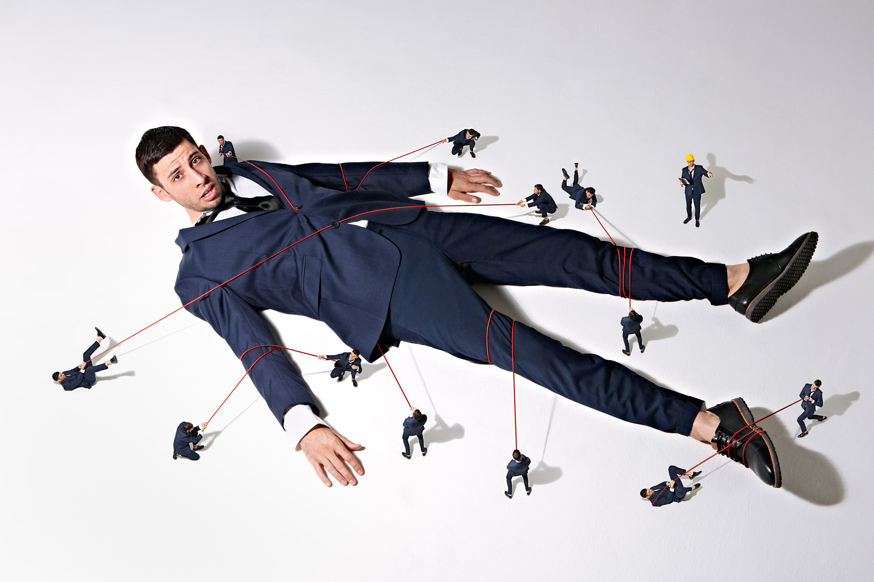 Simon Webb - Man pinned to floor - gullivers travels
