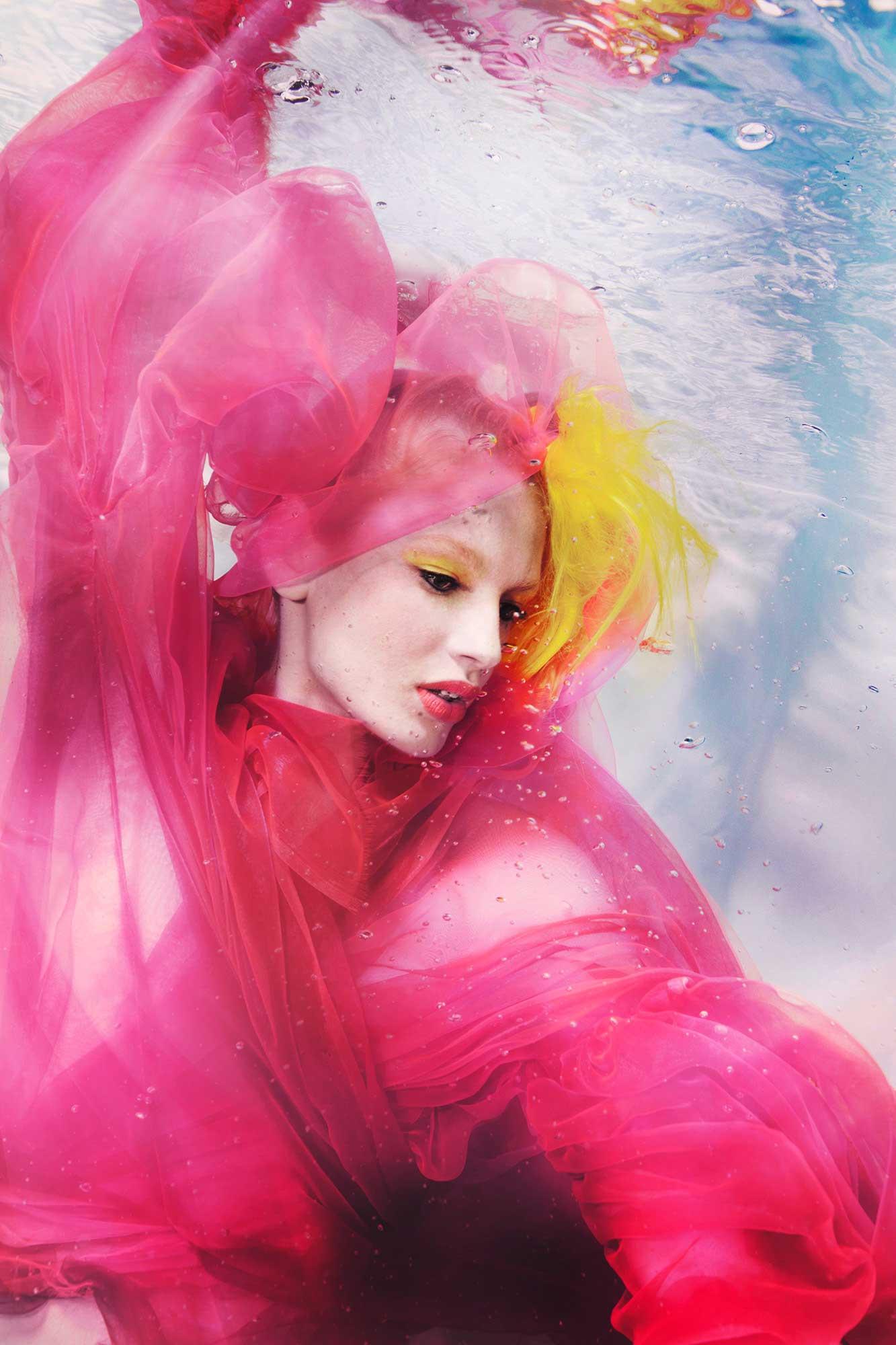 Susanne Stemmer - underwater women in pink