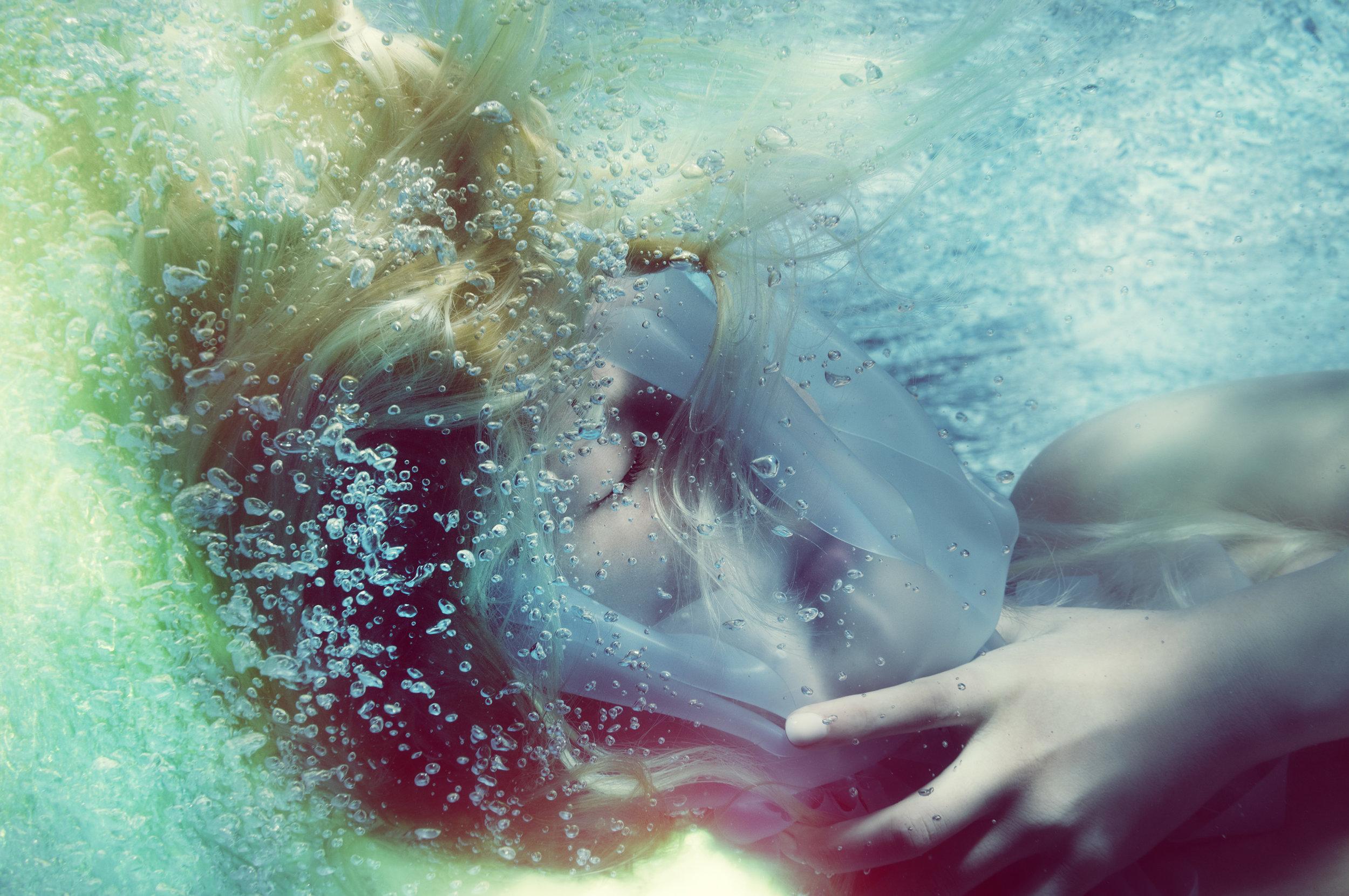 Susanne Stemmer portait of girl underwater