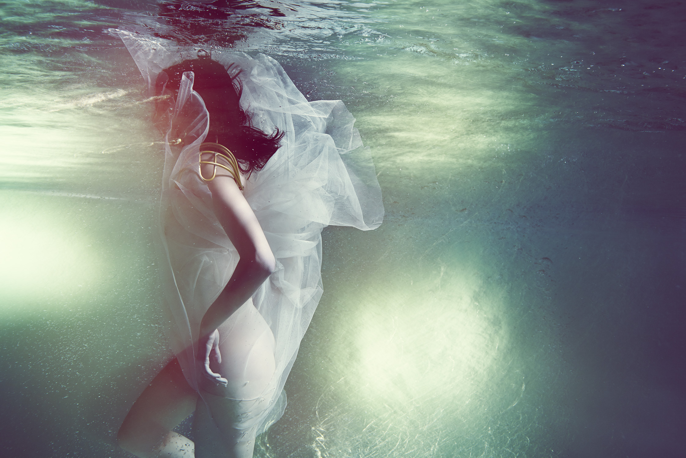 Susanne Stemmer underwater girl in white
