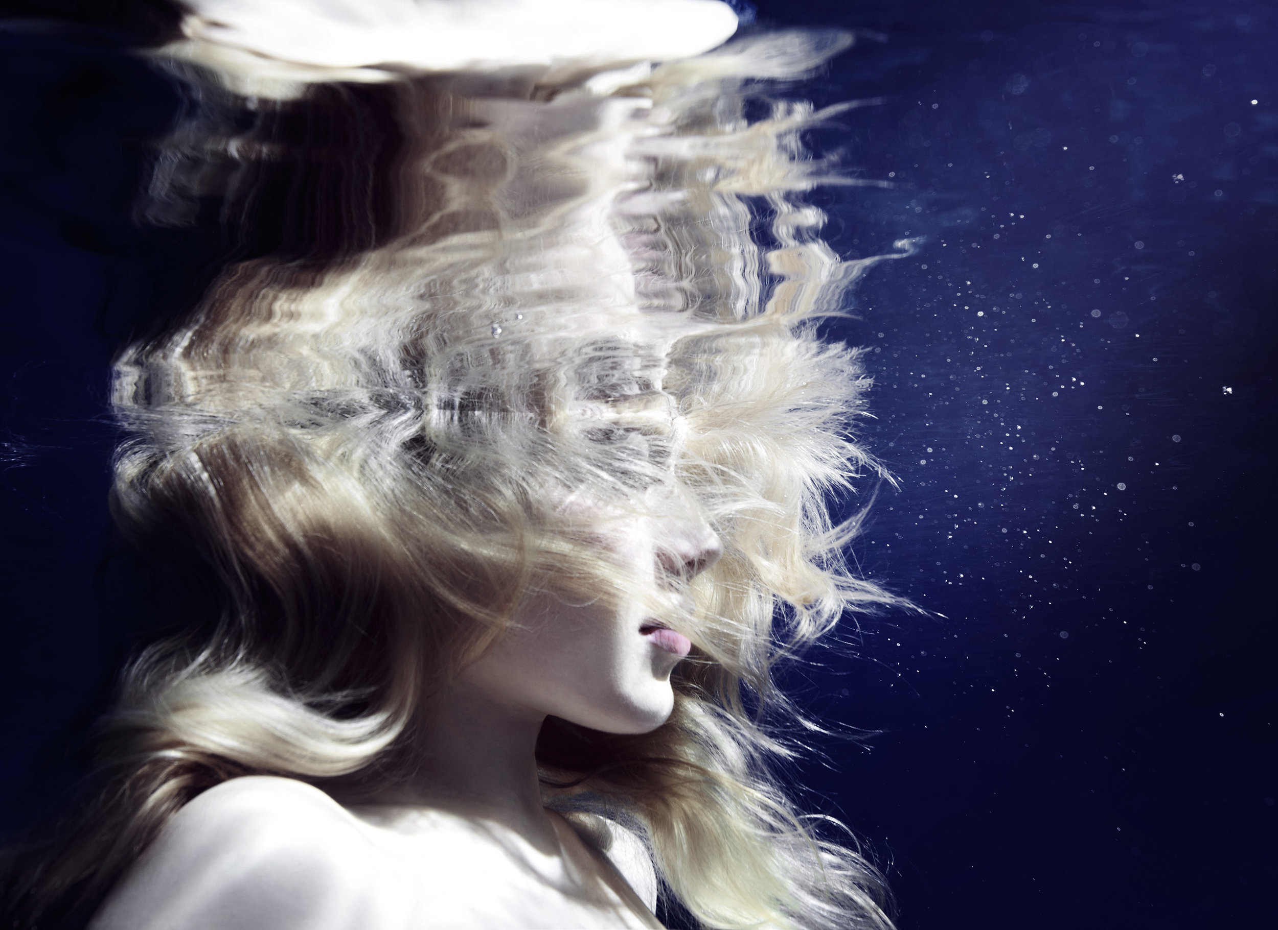 Susanne Stemmer profile of girl underwater deep blue