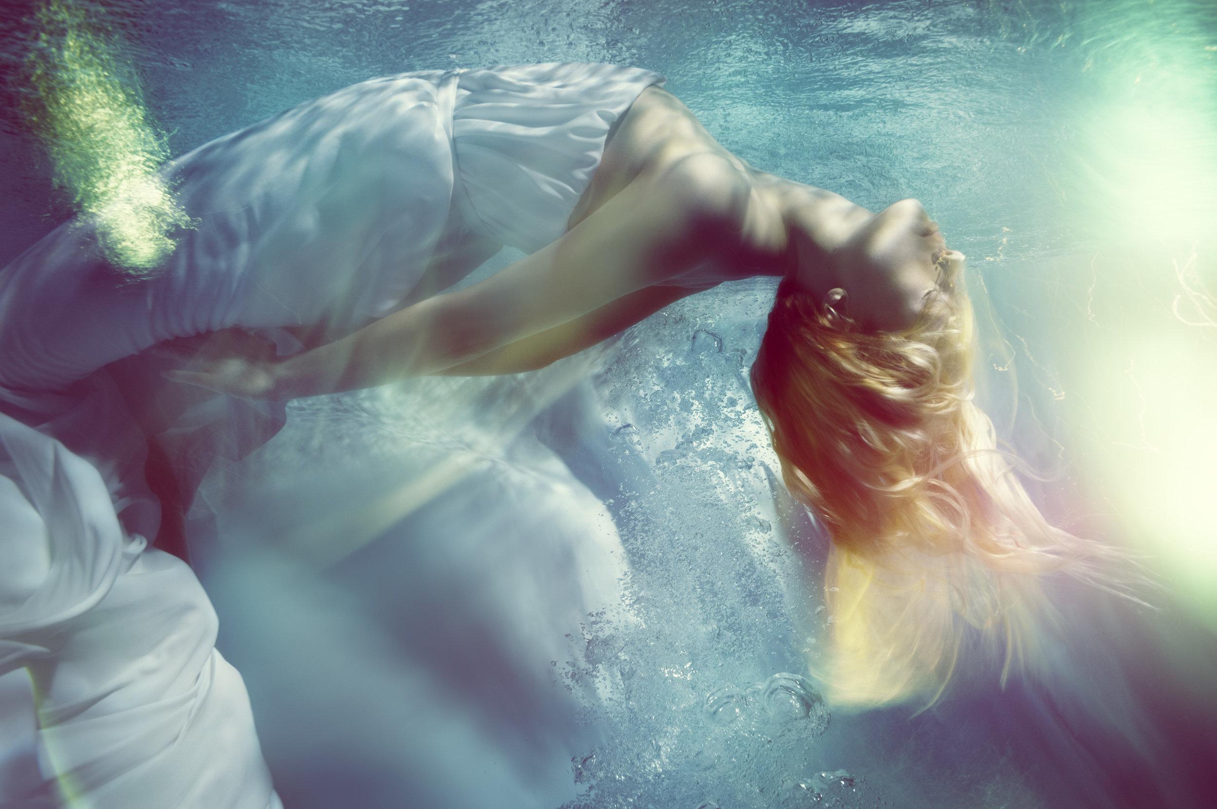 Susanne Stemmer woman dancing underwater
