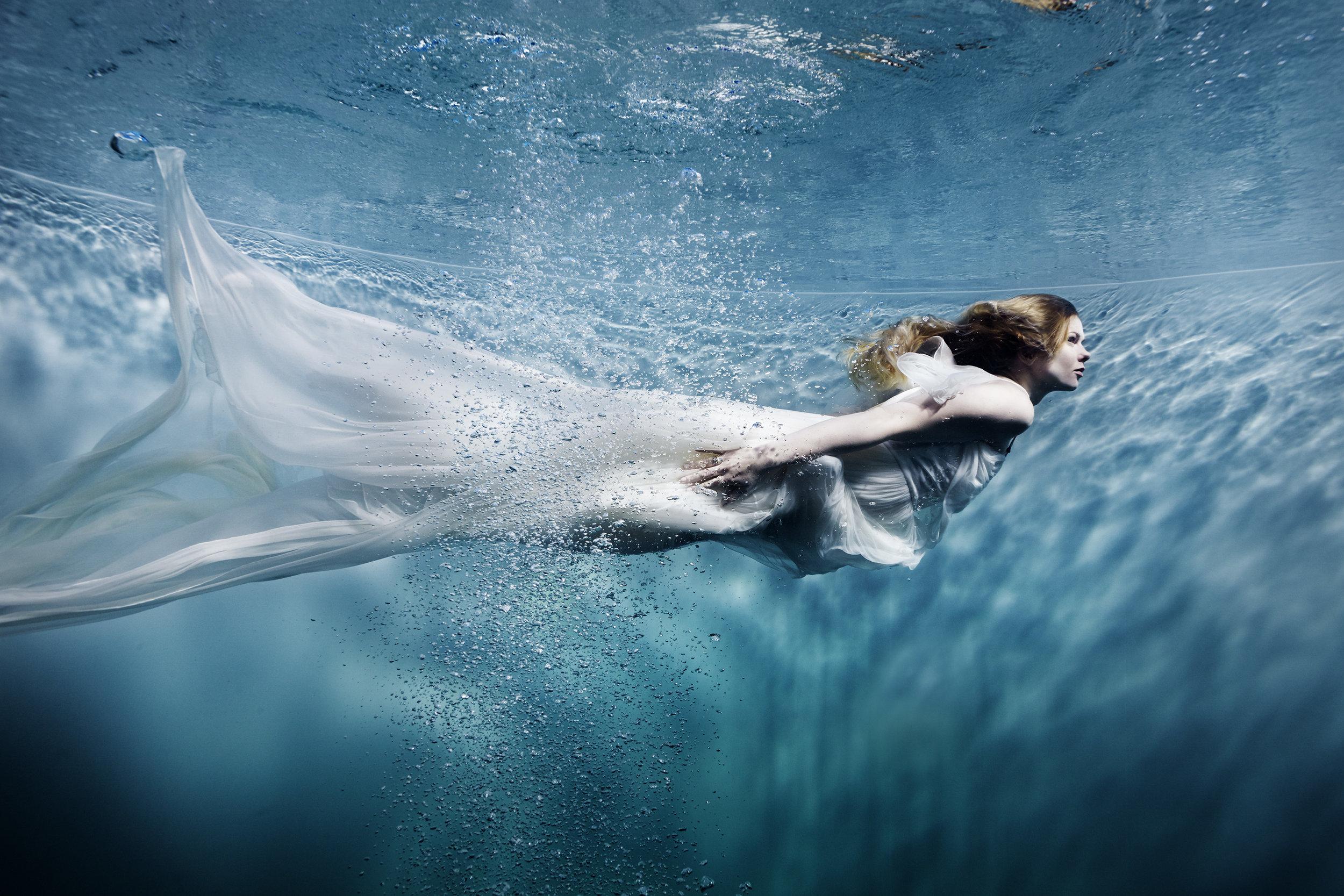 Susanne Stemmer girl swimming underwater in long dress