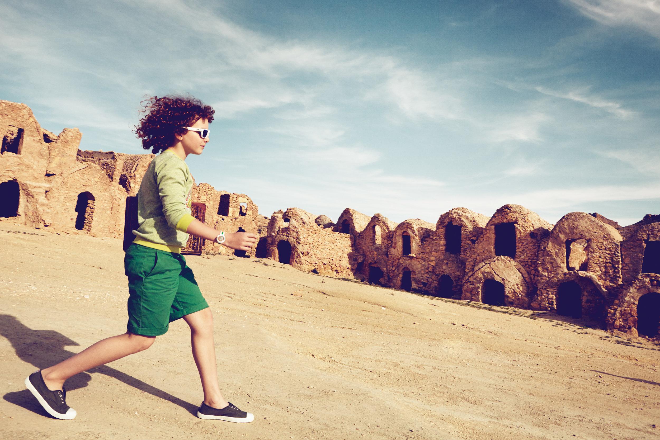 Ilve Little boy running in green shorts