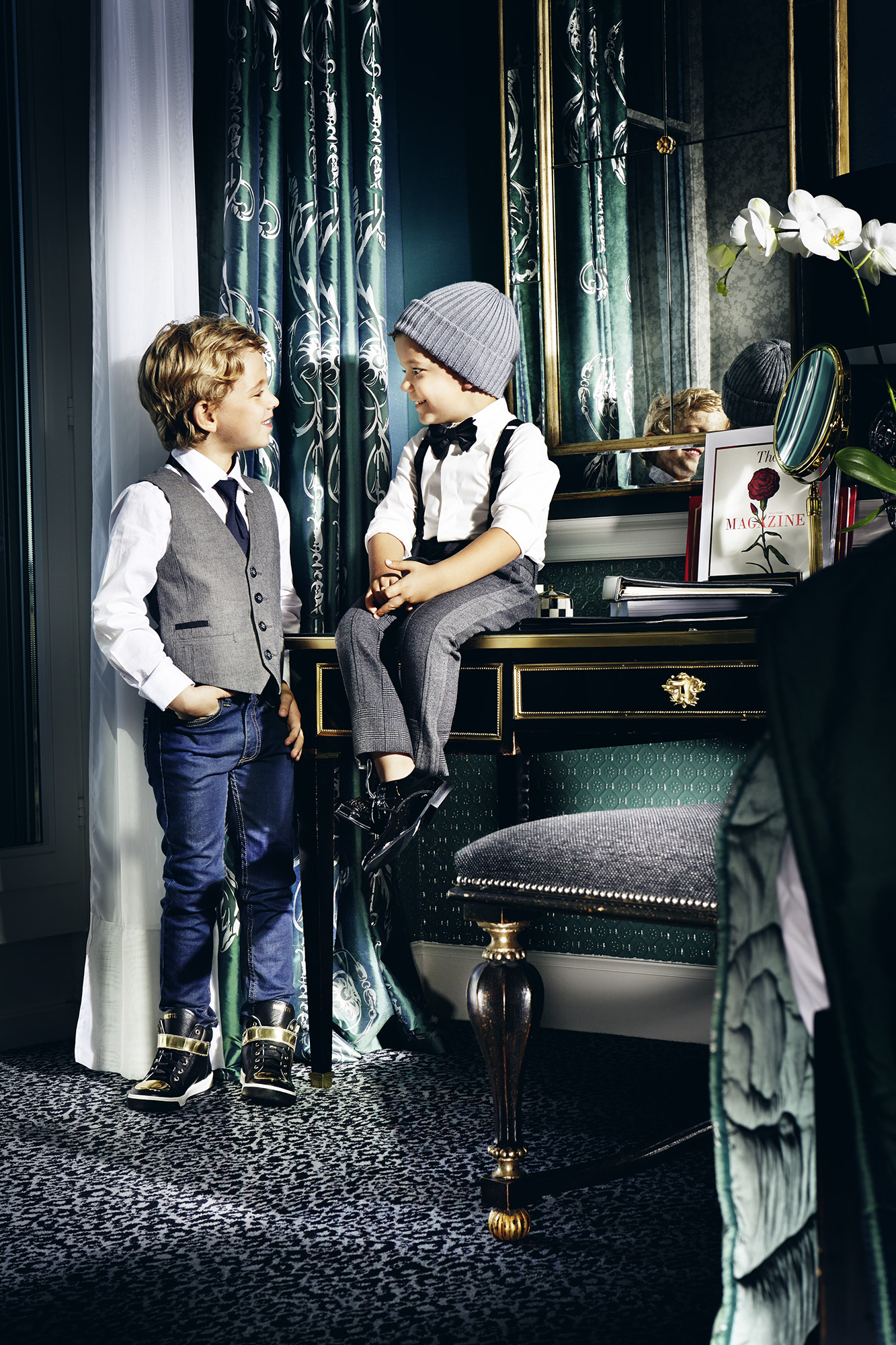 Ilve Little boys by piano