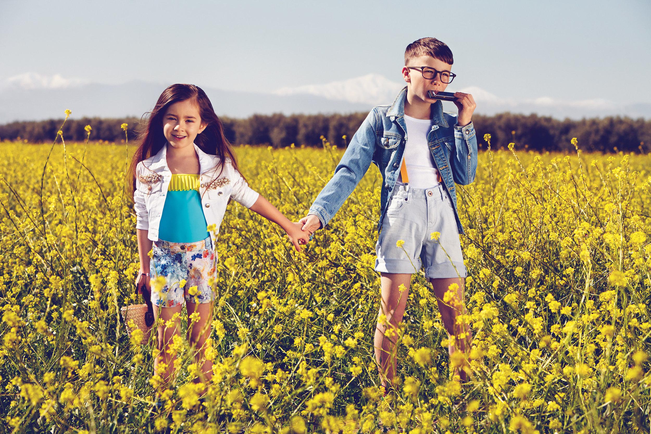 Ilve Little - Kids in field of flowers