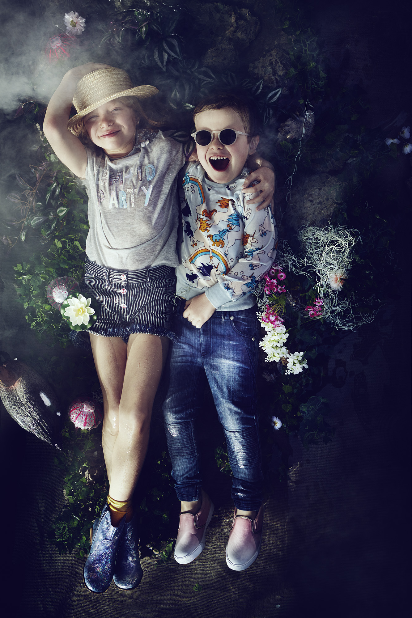 Ilve Little girl and boy in flower bed