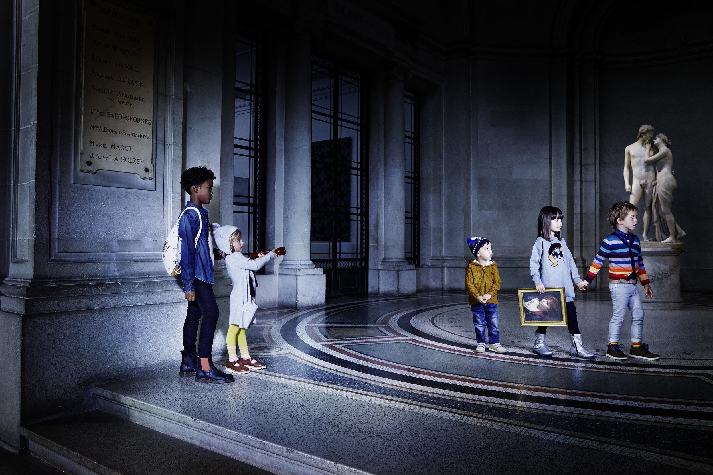 Ilve Little children in gallery