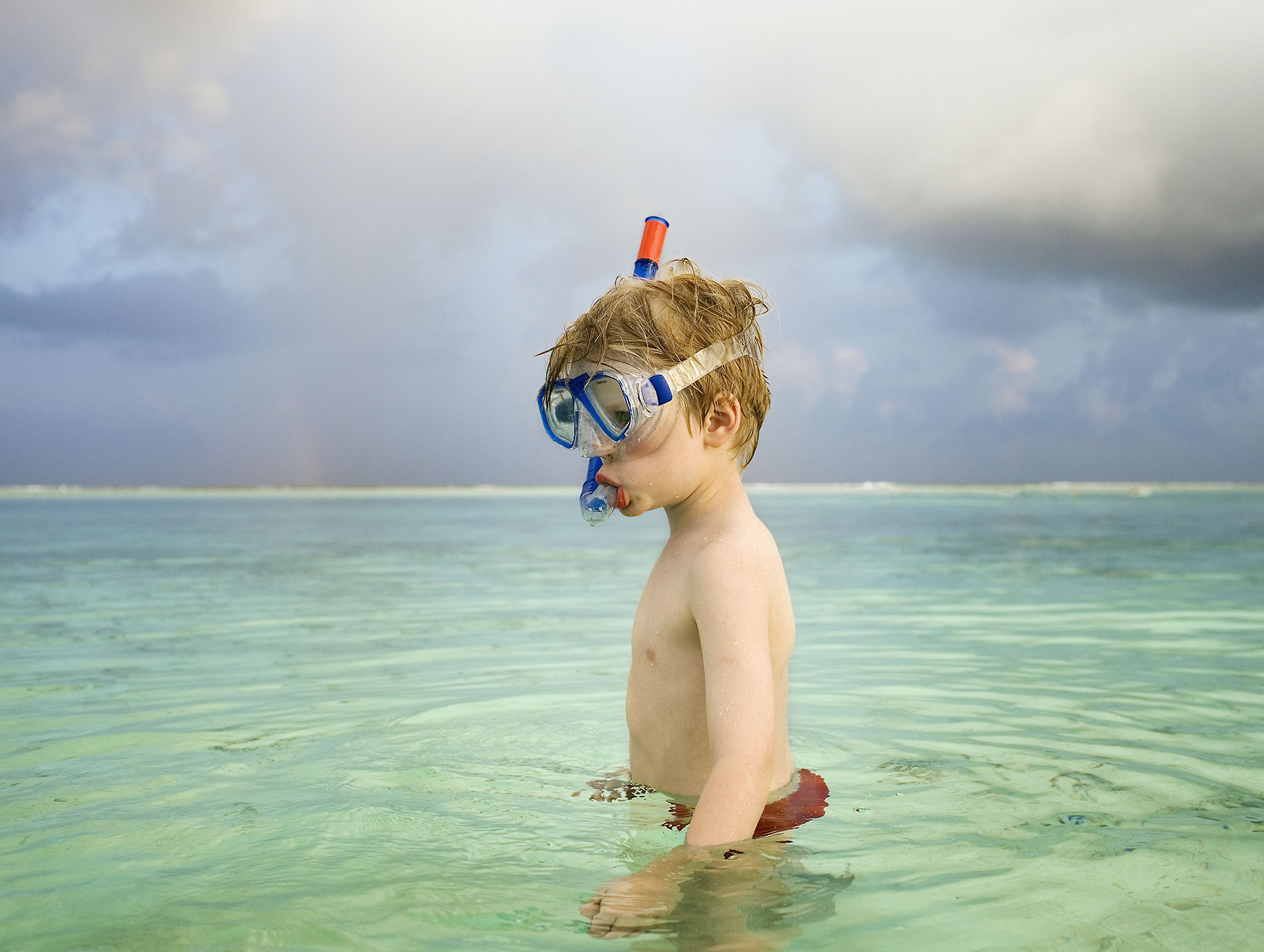 Karan Kapoor boy in sea with googles