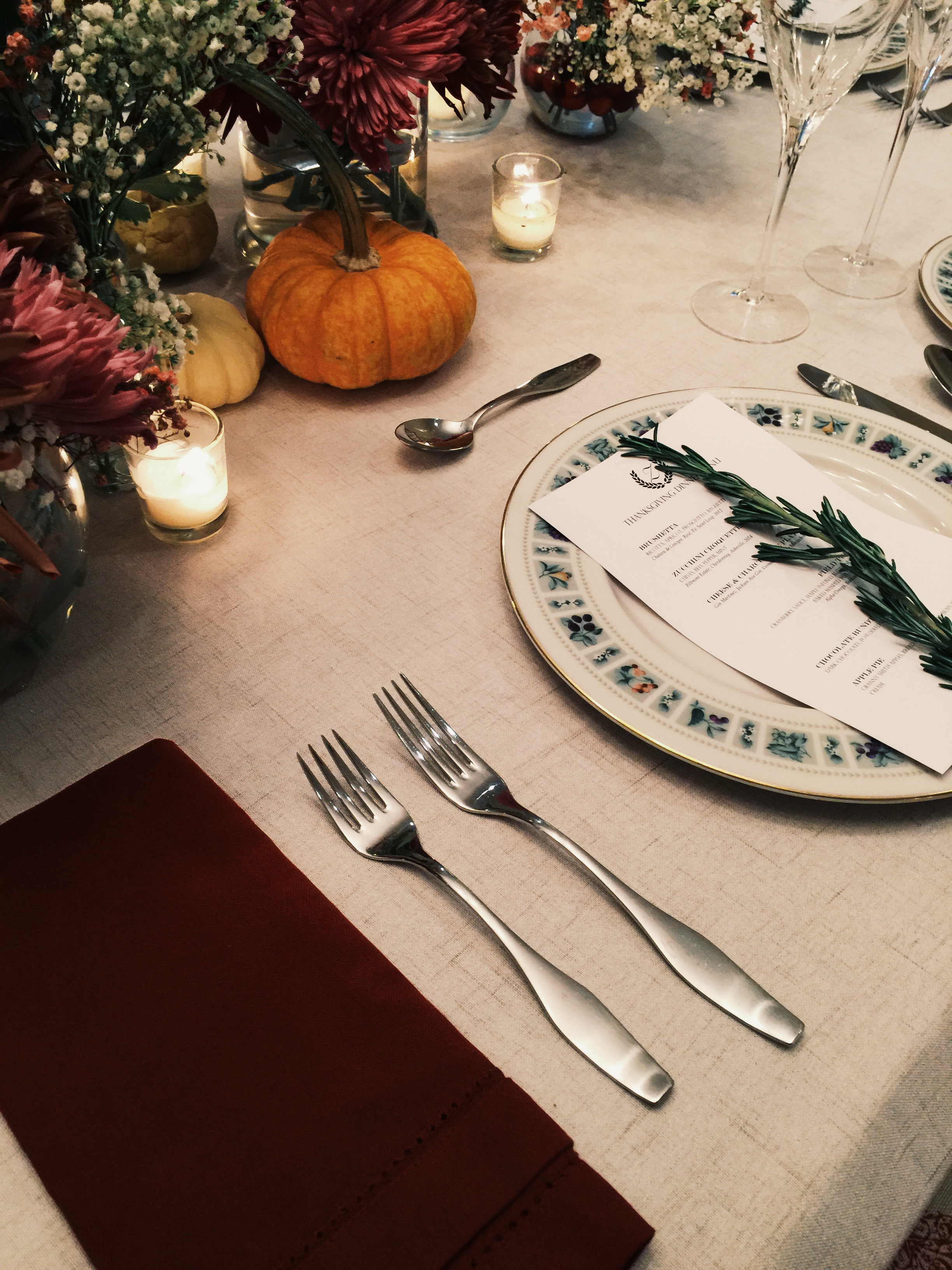 Cranberries help tie in the red in the plates and the heavy linen napkins keep things more #lowkey...even though everyone at the table will be pretty high strung.