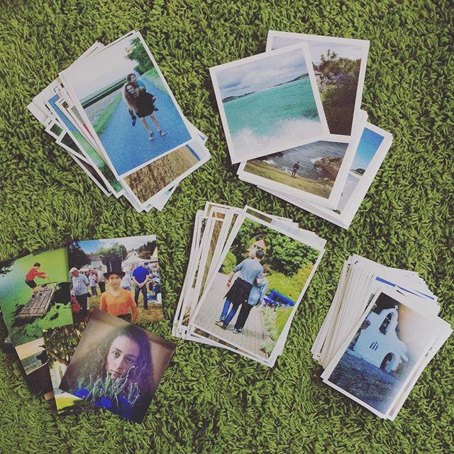 """Amo i fotolibri come """"contenitore"""" per i ricordi, ma le stampe hanno qualcosa di molto soddisfacente. Puoi prenderli in mano una ad una, riscoprire momenti a caso... stampate regolarmente le vostre foto?! #stampe #fotografie #ricordidifamiglia #stampaletuefoto #prints #momentibelli  #ricordi"""