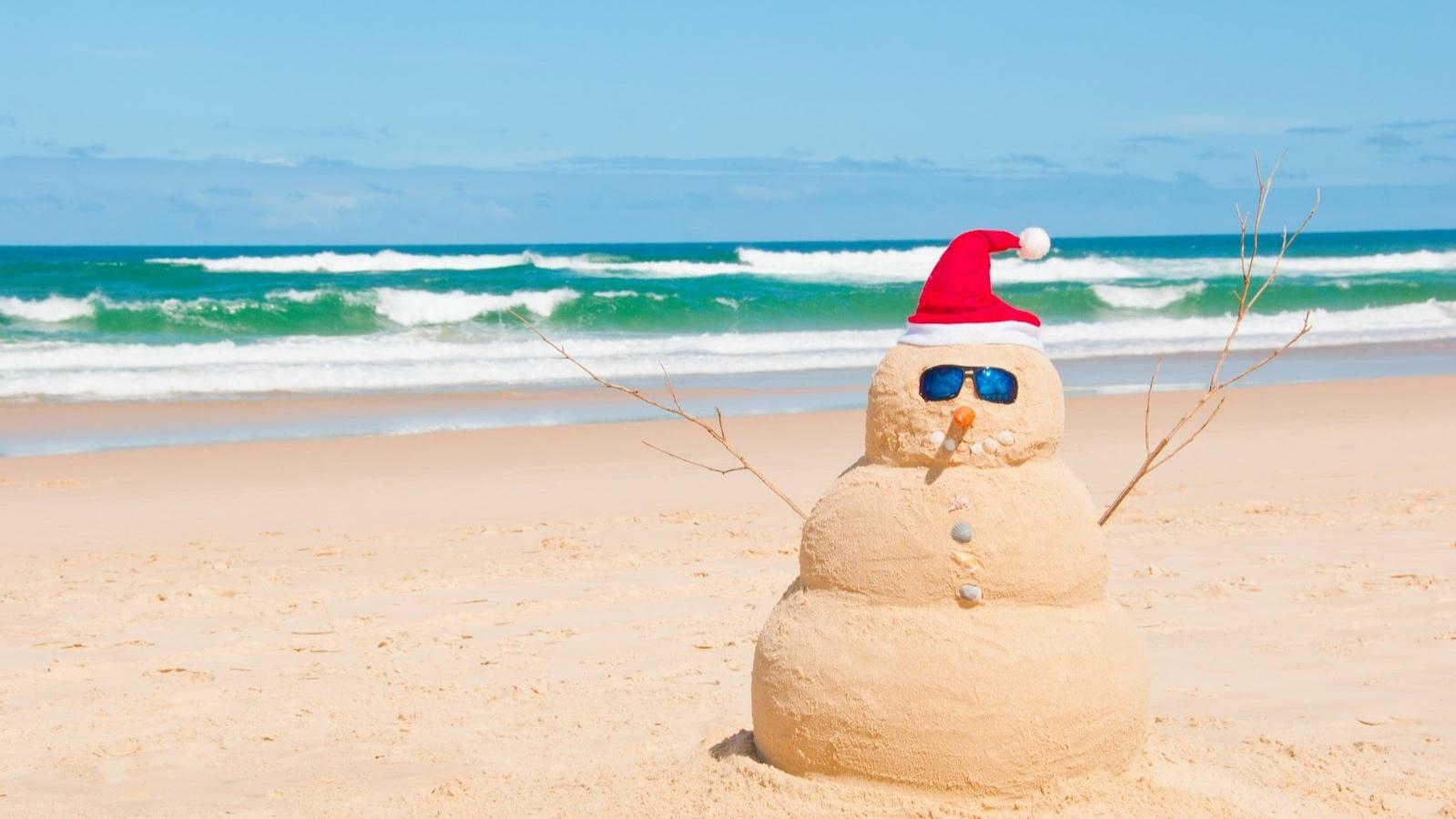australia-beach-snowman-123rf.jpg