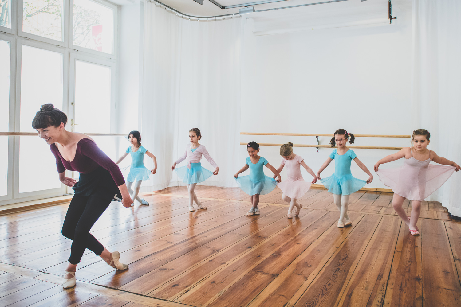 5 year-old girls in ballet class doing curtsy