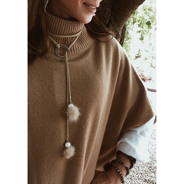Les colliers en suède sont super confortables. On peut les ajuster à notre goût ✨🍁🍂✨ . . . 📍 Shop here : www.chamel.ca Link in bio ⚪️⚪️⚪️