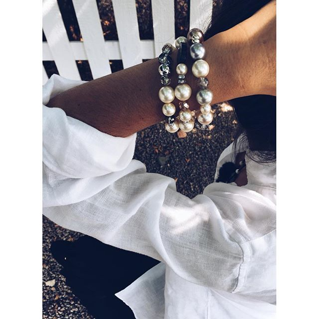 Is there anything more chic than pearls and crystals?✨💎 . FREE SHIPPING FOR ANY ORDER OVER $ 75 . . . 📍 www.chamel.ca Link in bio ⚪️⚪️⚪️