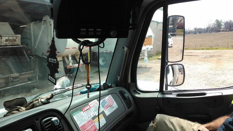trash truck backing 3.jpg