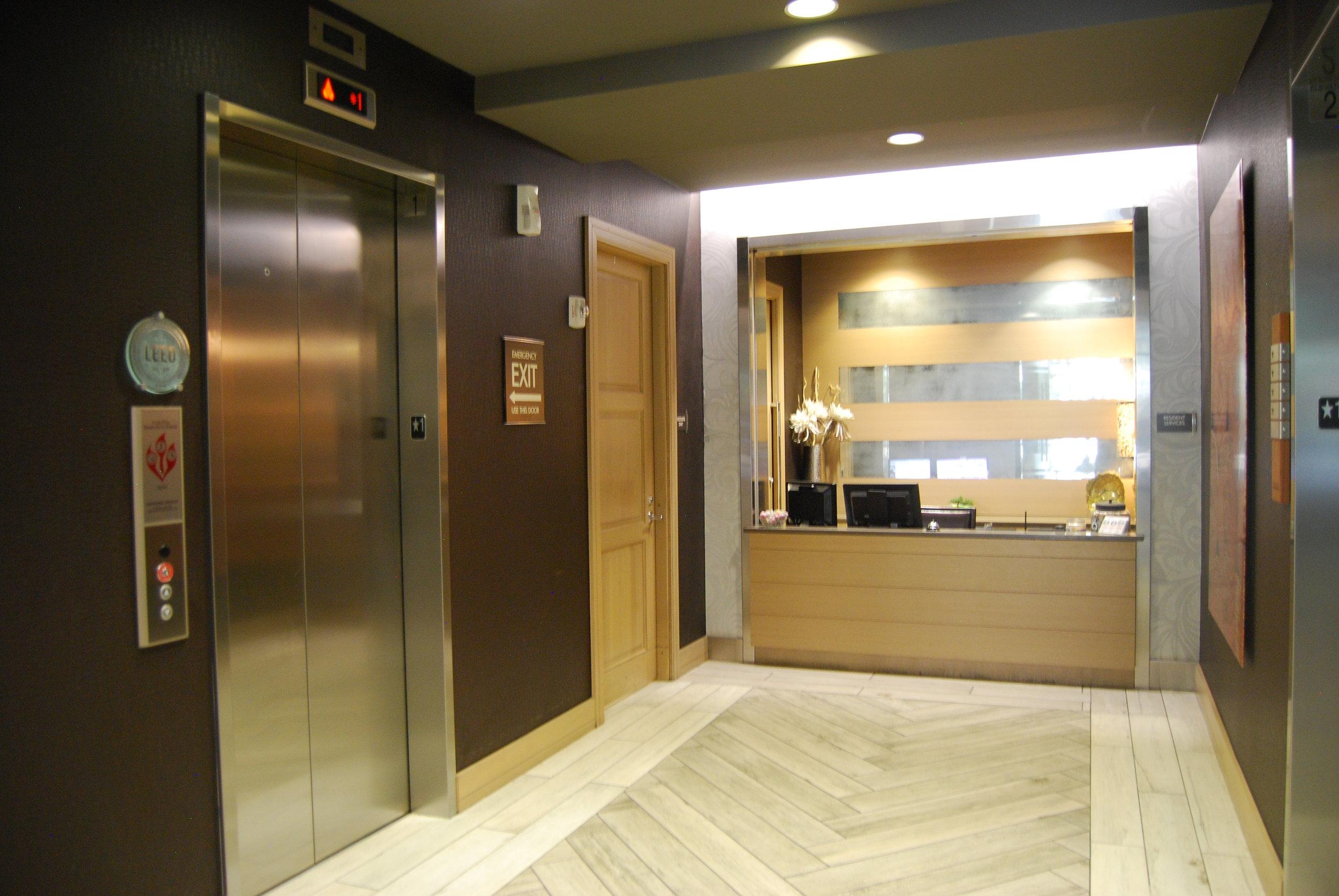Lobby 004.JPG