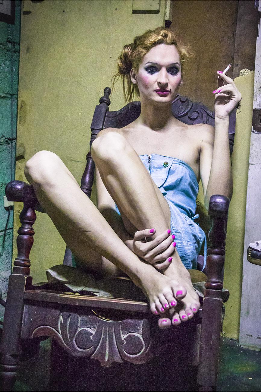 El Silencio del cuerpo 08 - Laura en el sillon 2012.jpg