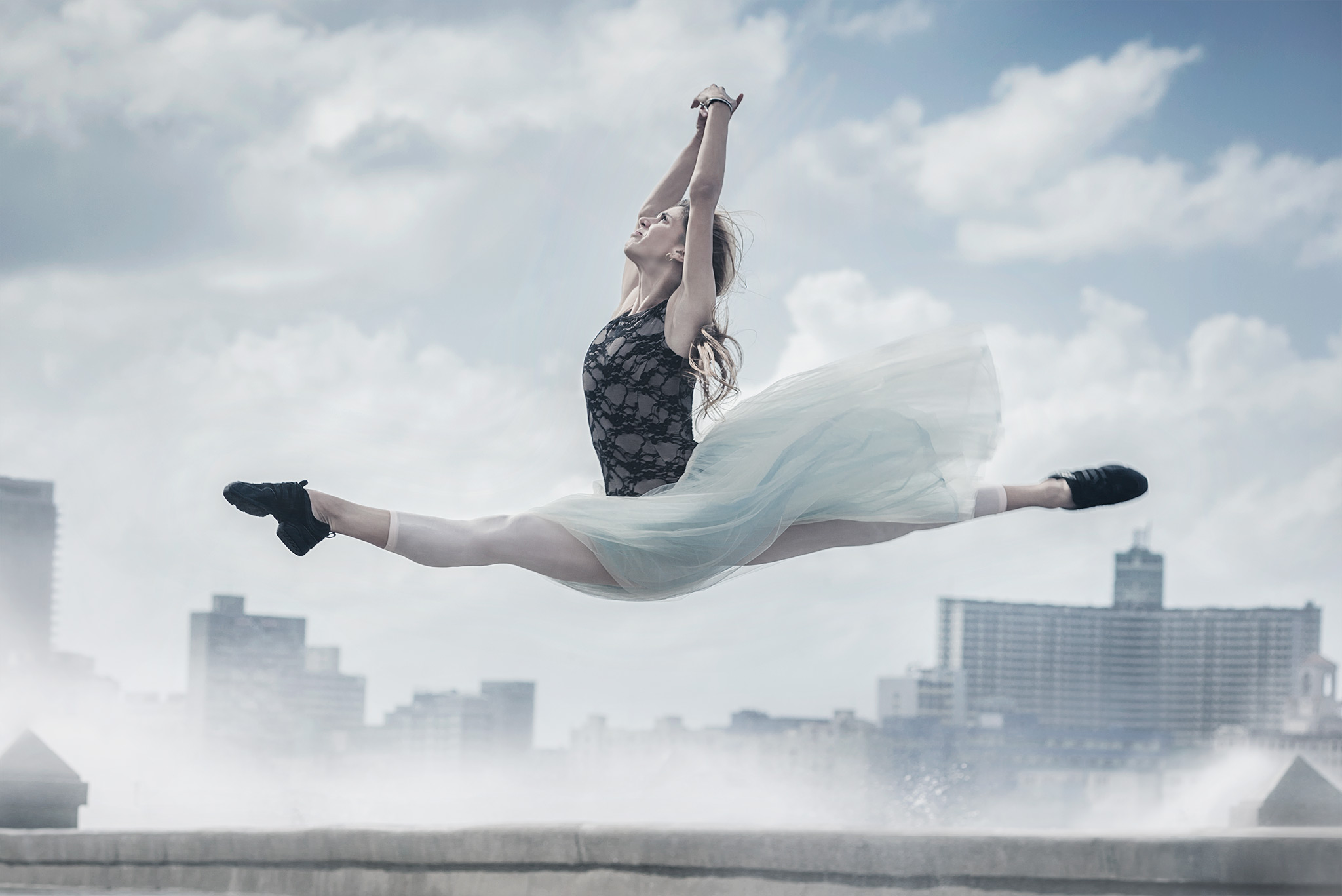 Alejandro_Perez_Portraits_Ballerina_Jump_Malecon.jpg
