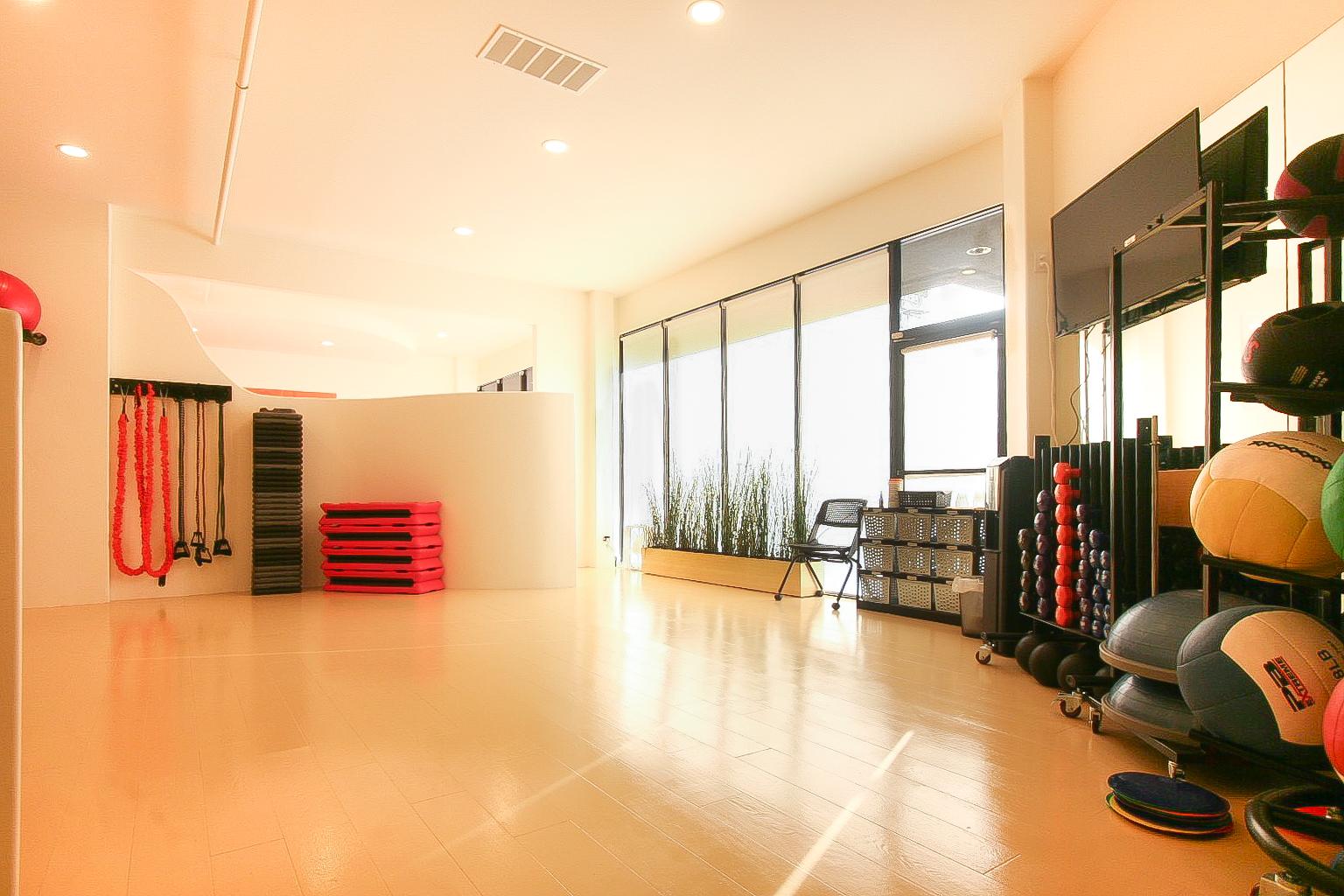 studio 2 .jpg