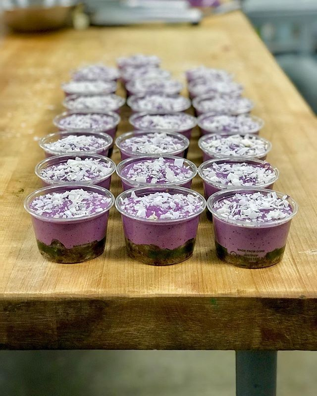 RAW BLUEBERRY CHEEZECAKE ⚡️ a sprouted cashew filling with blueberries and the vibrant color comes from our Beet Kvass. Crust consists of dates, sprouted almonds, and mesquite. Finished off with some toasted coconut flakes ✨ #organic #probiotic