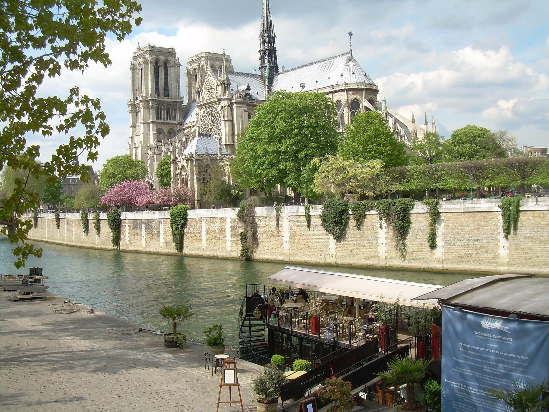 paris-990978_1920.jpg