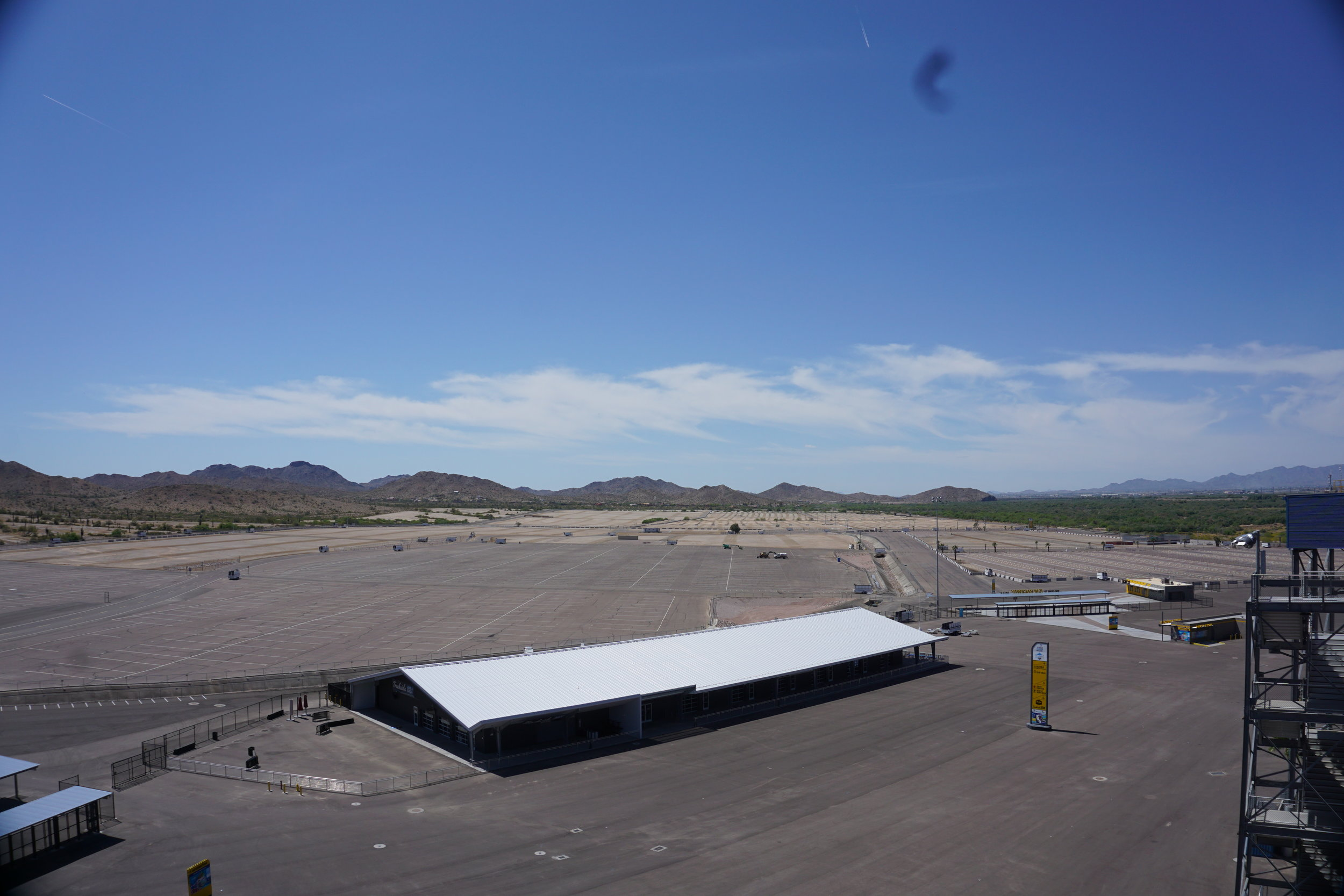 The parking lot.  Here's where the RVs stay.  It's a LOOONG walk