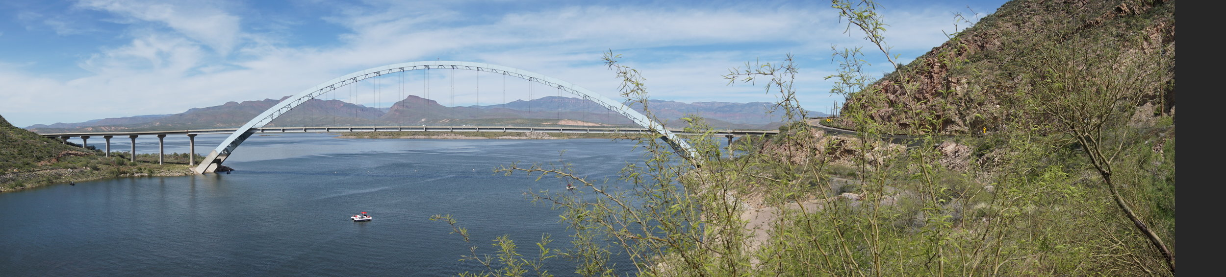 Roosevelt Lake from the Apache Trail highway