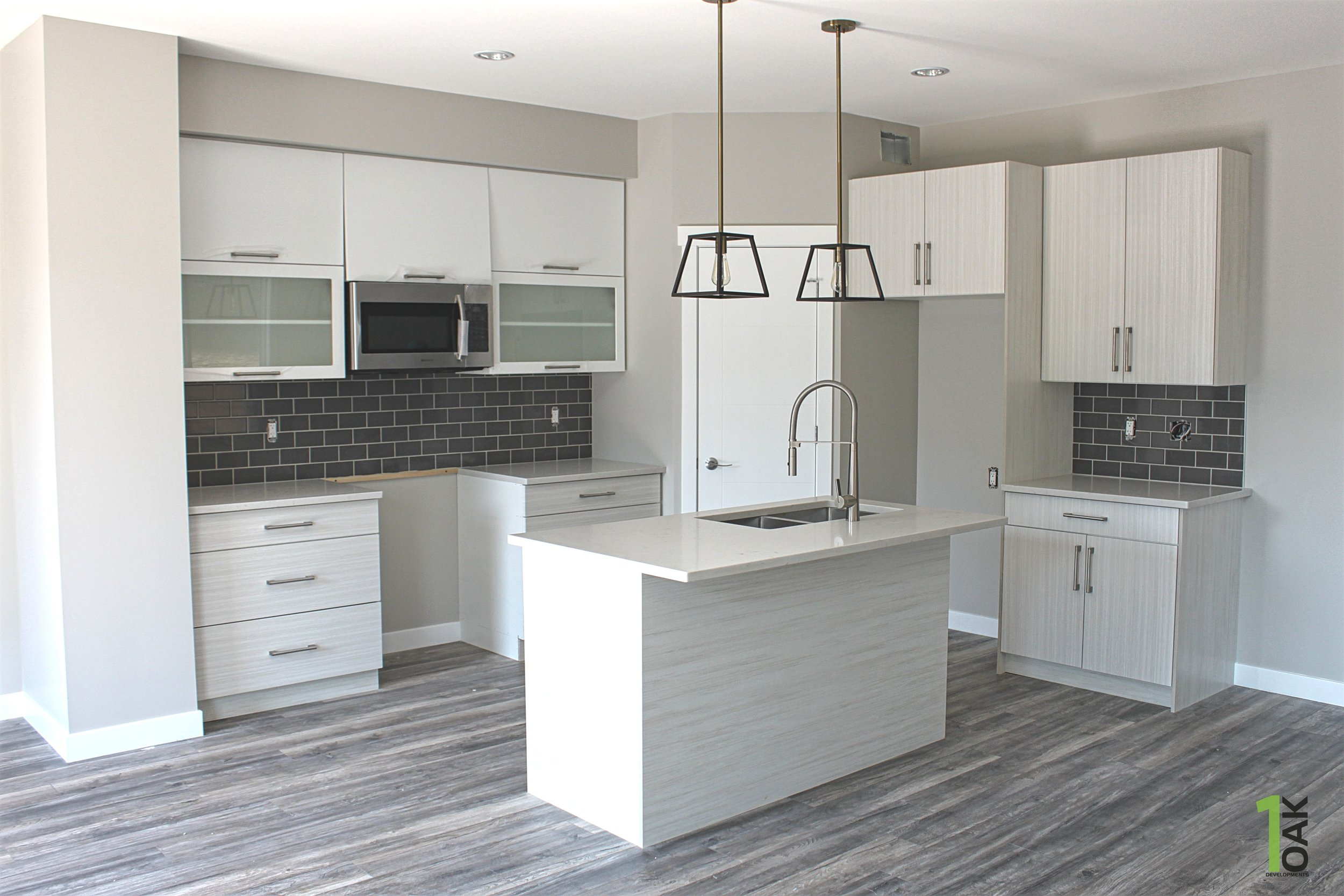 830 kitchen 2.jpg