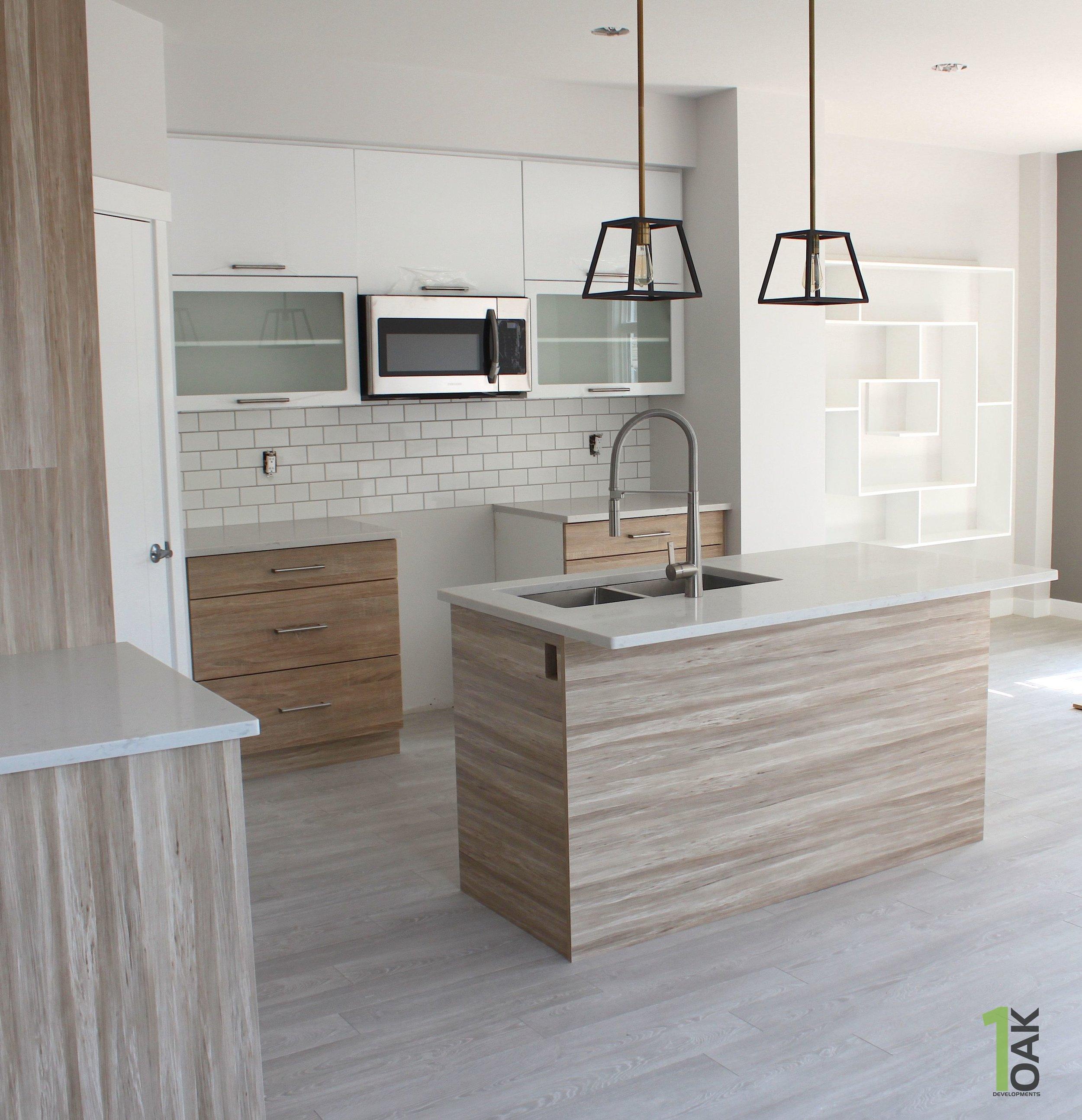 828 kitchen 1.jpg