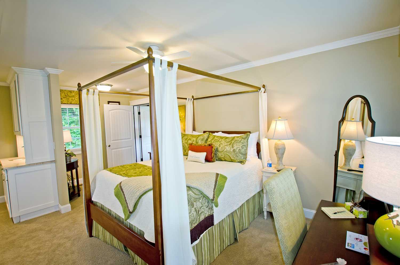 Mountain-Brook-Bedroom1.jpg