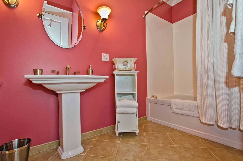 Natchez-Bathroom1.jpg