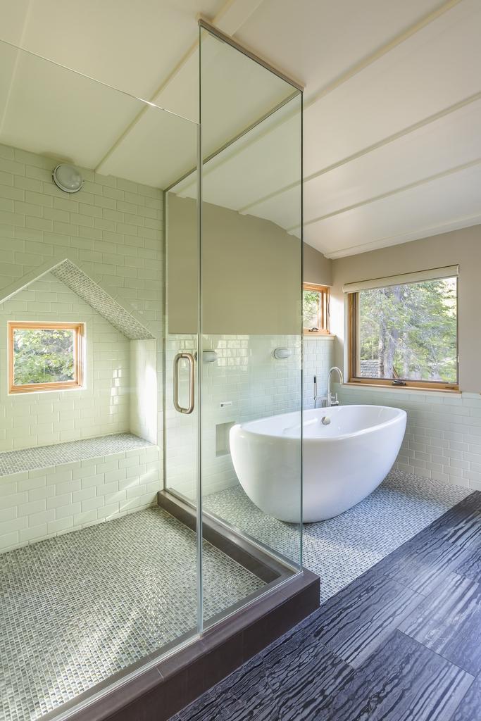 Bathroom_Tub.jpg