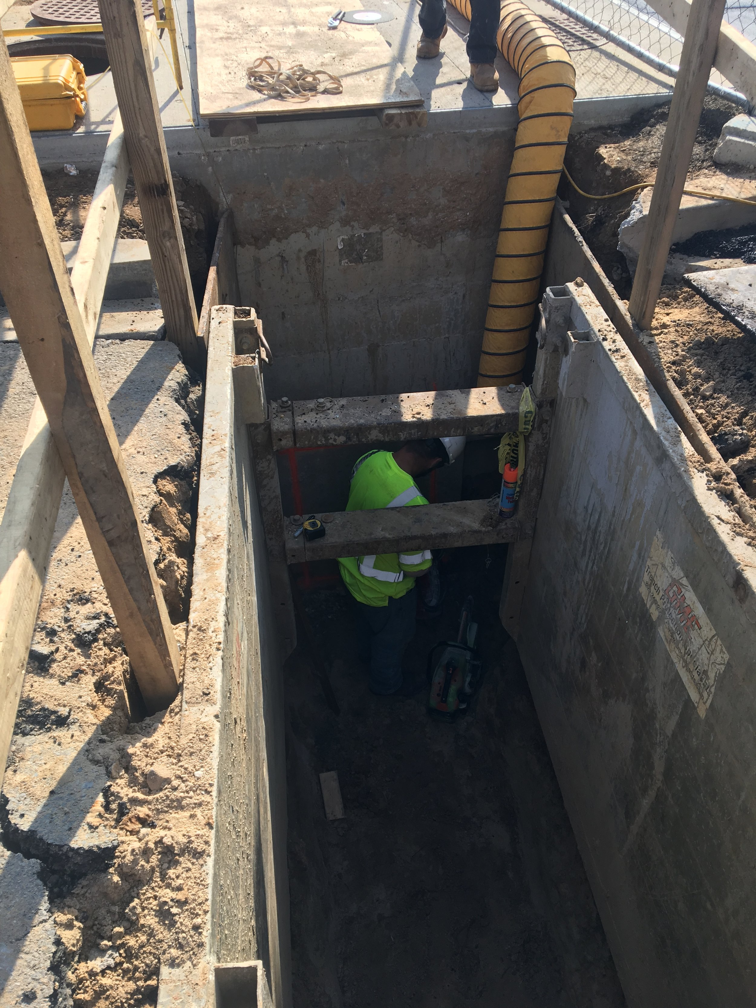 Connection to Pepco vault manhole on 9th Street NE (1597)
