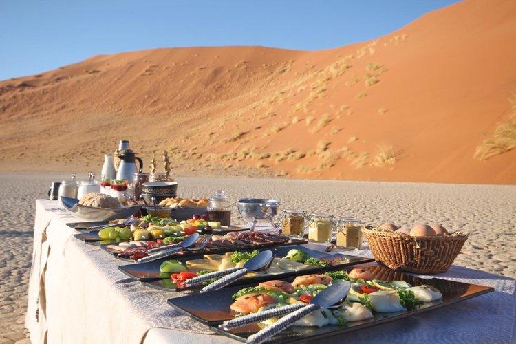 Namib-Sky-Balloon-Safaris-breakfast-1030x686-2.jpg
