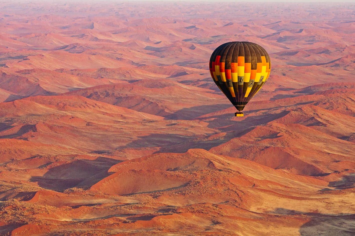 hot-air-ballooning-sossusvlei-namibia-timbuktu-travel.jpg