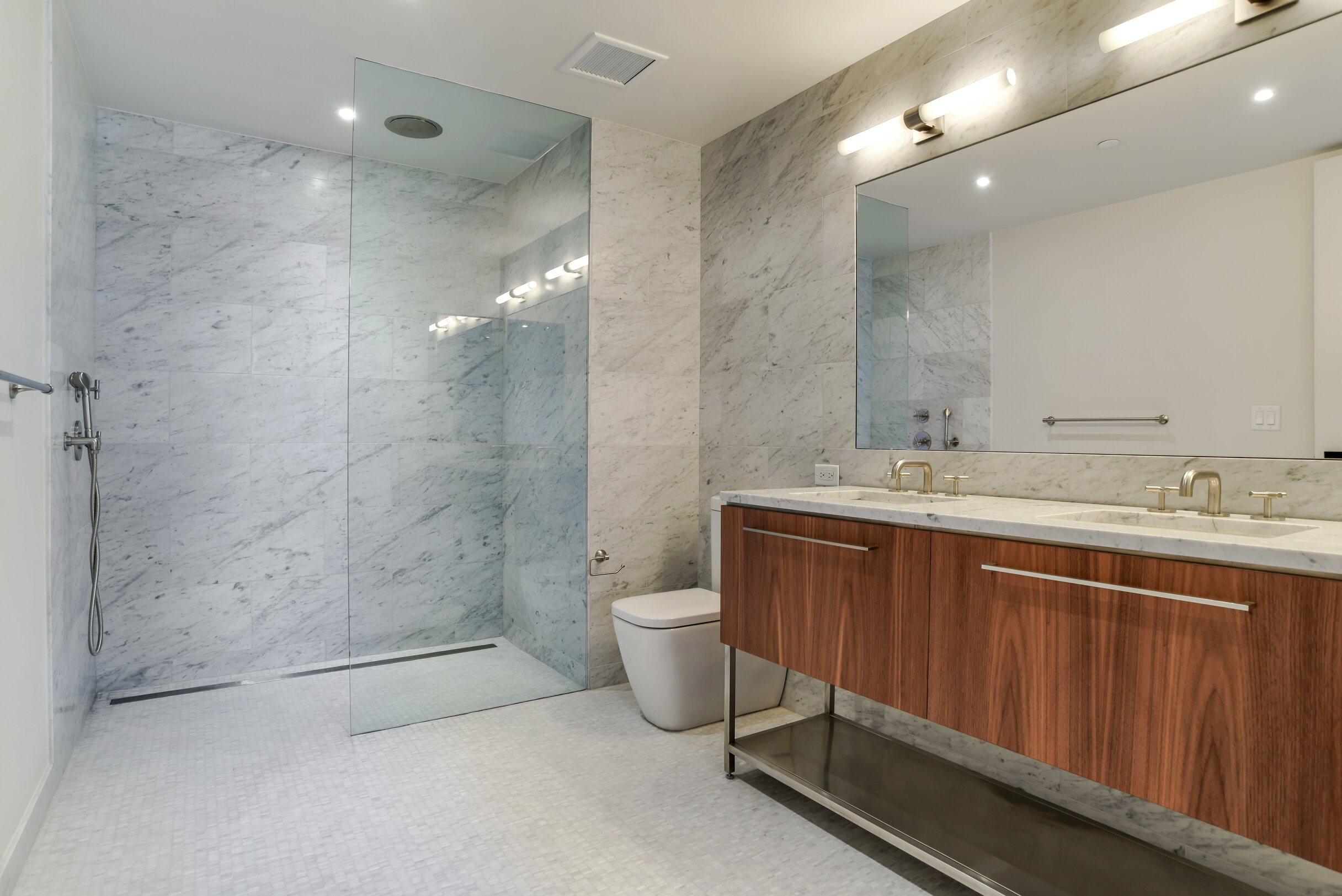 6_90FurmanSt_808814_13_MasterBathroom_HiRes.jpg