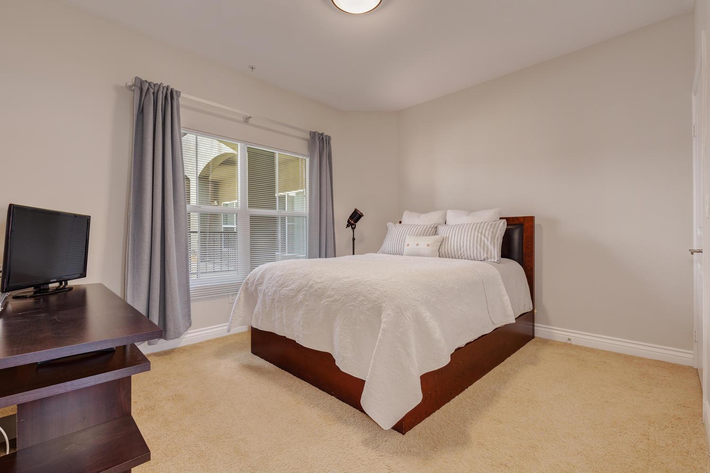 13200 Moorpark St Sherman Oaks-large-042-40-ThoTif0013bUpload04-1500x1000-72dpi.jpg