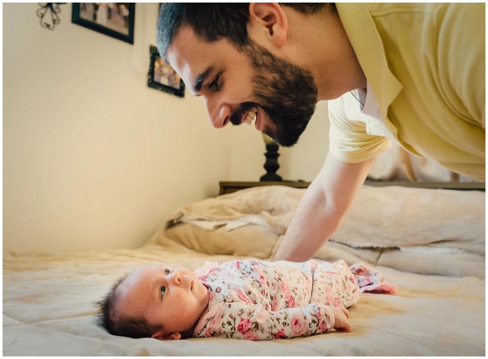 dad-with-newborn-mount-vernon-washington-photographer.jpg