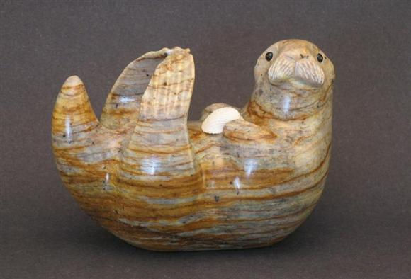 OTTER ON BACK WITH SHELL