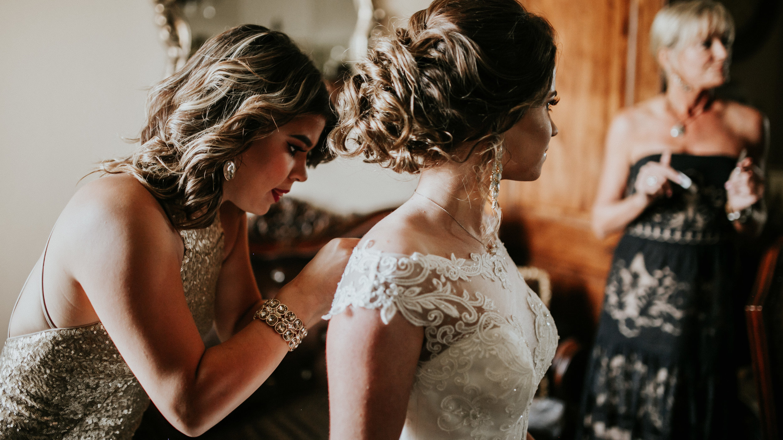 brittandhunter-texaswedding-brynnaisabell-gettingready (105 of 132).jpg