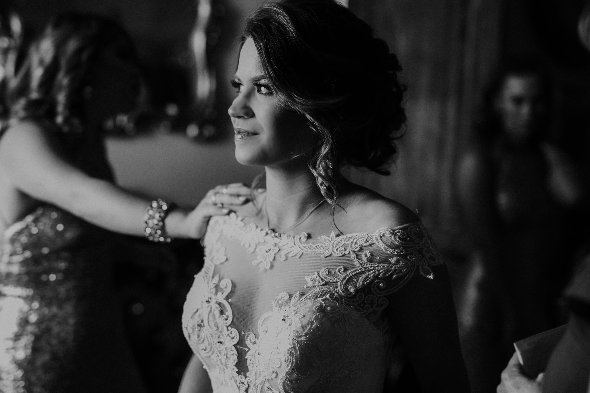 brittandhunter-texaswedding-brynnaisabell-gettingready (117 of 132).jpg