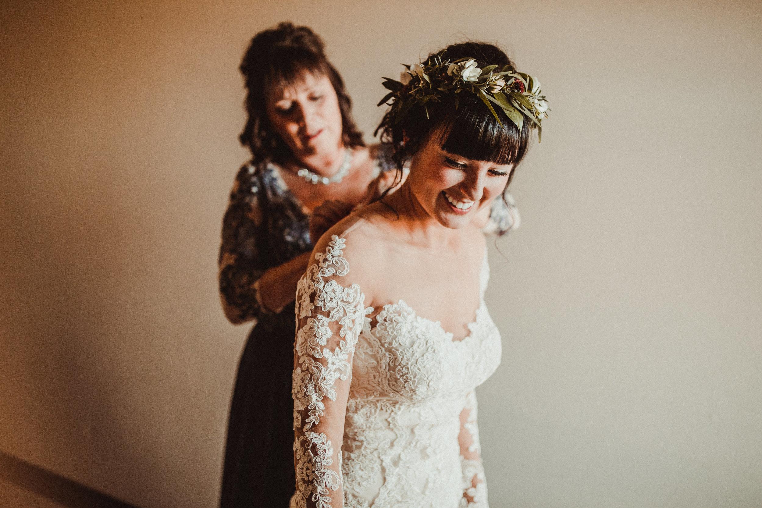 sam-brittany-fortwayne-wedding-brynnaisabell-gettingready (80 of 115).jpg
