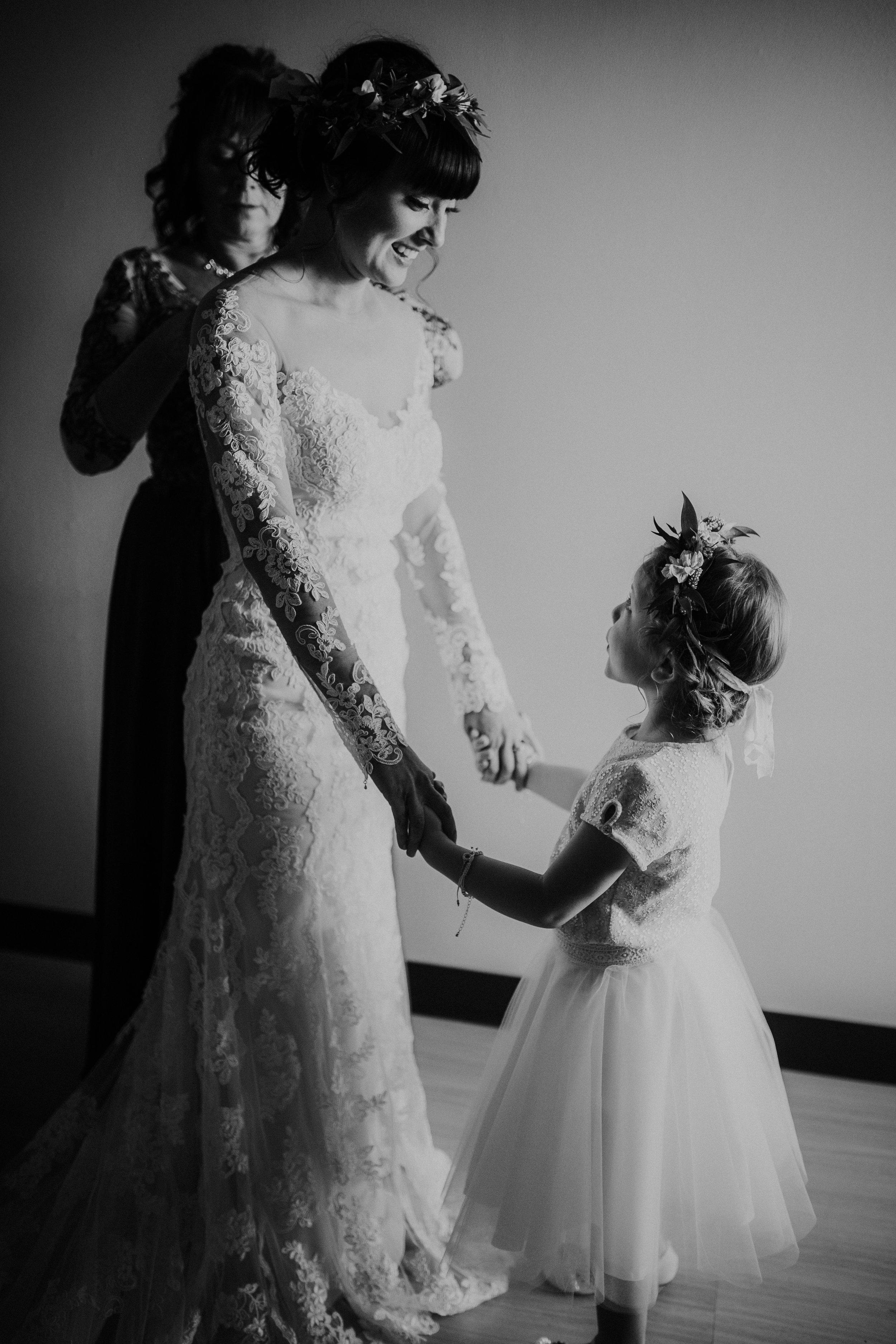 sam-brittany-fortwayne-wedding-brynnaisabell-gettingready (82 of 115).jpg