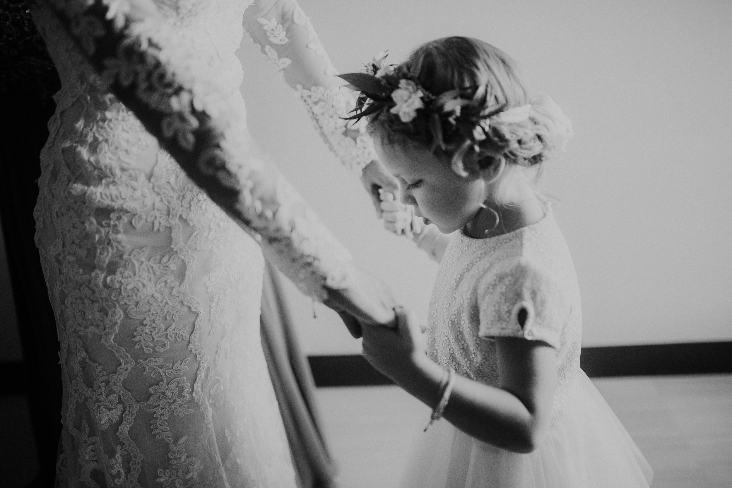 sam-brittany-fortwayne-wedding-brynnaisabell-gettingready (85 of 115).jpg