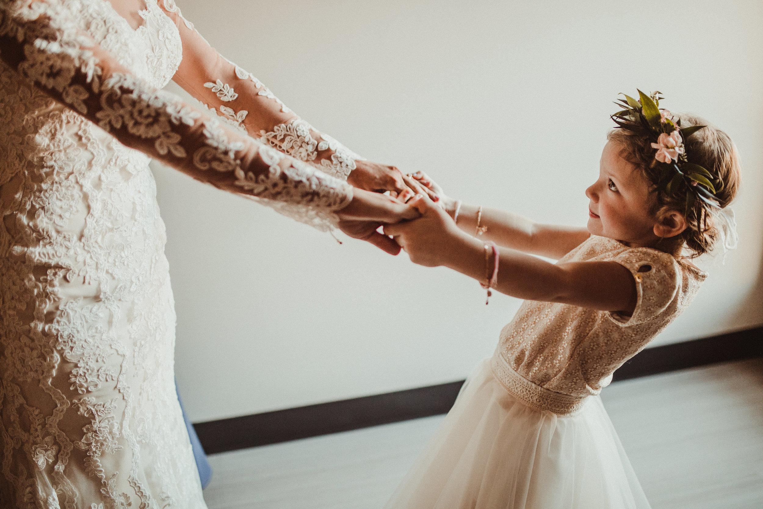 sam-brittany-fortwayne-wedding-brynnaisabell-gettingready (86 of 115).jpg