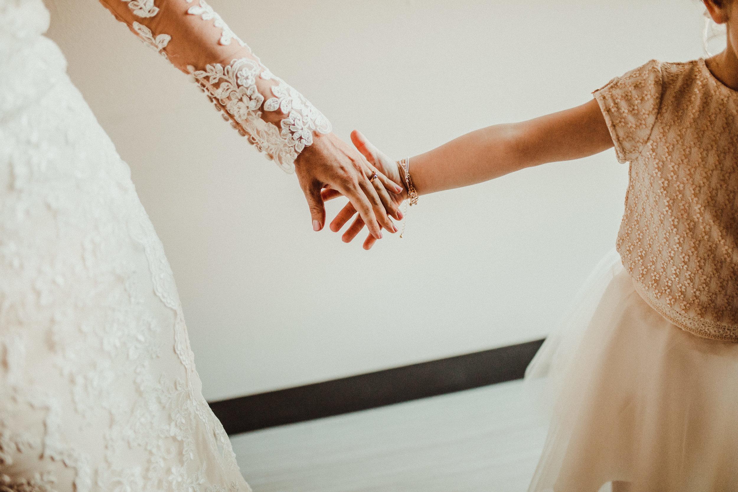 sam-brittany-fortwayne-wedding-brynnaisabell-gettingready (88 of 115).jpg