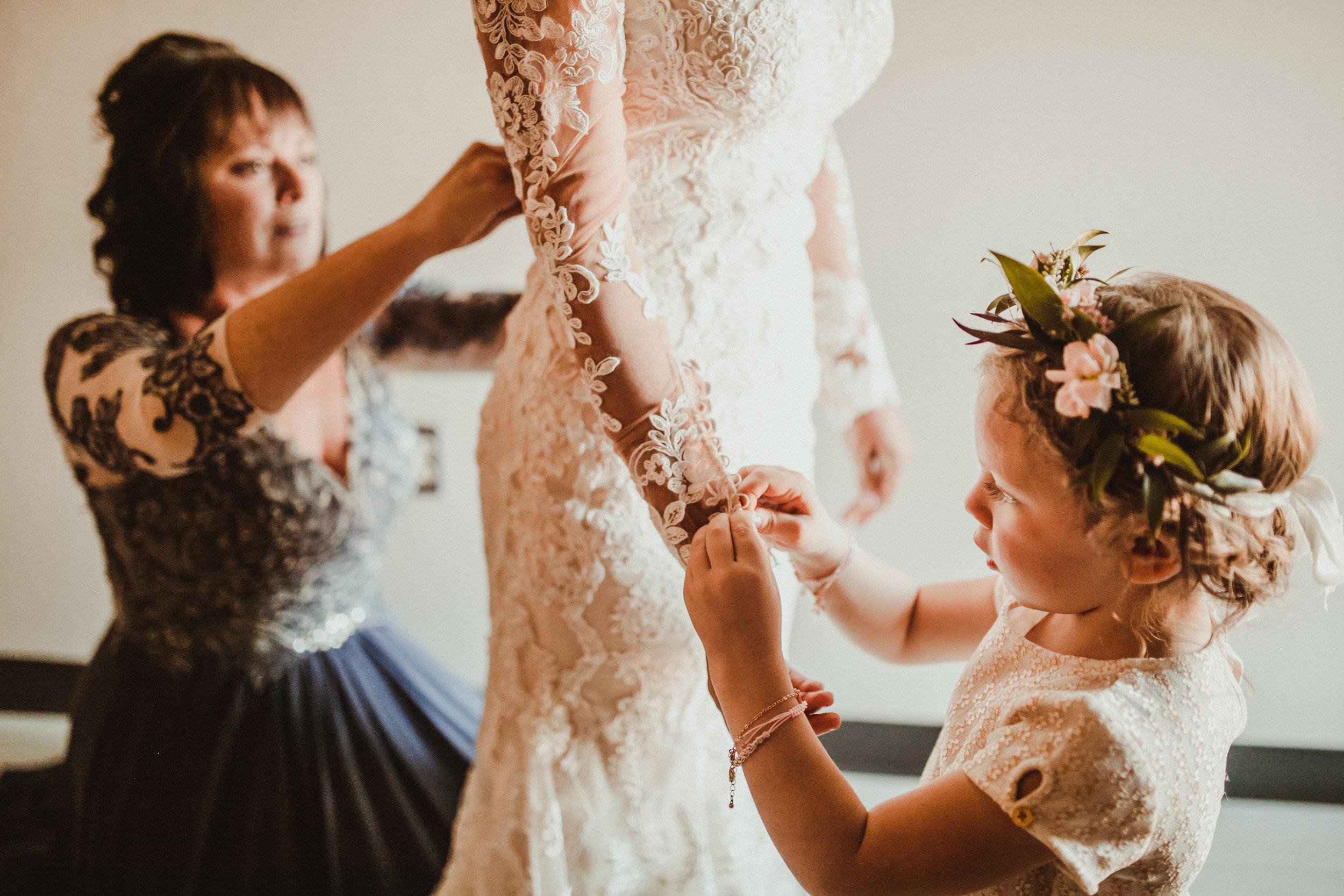sam-brittany-fortwayne-wedding-brynnaisabell-gettingready (90 of 115).jpg