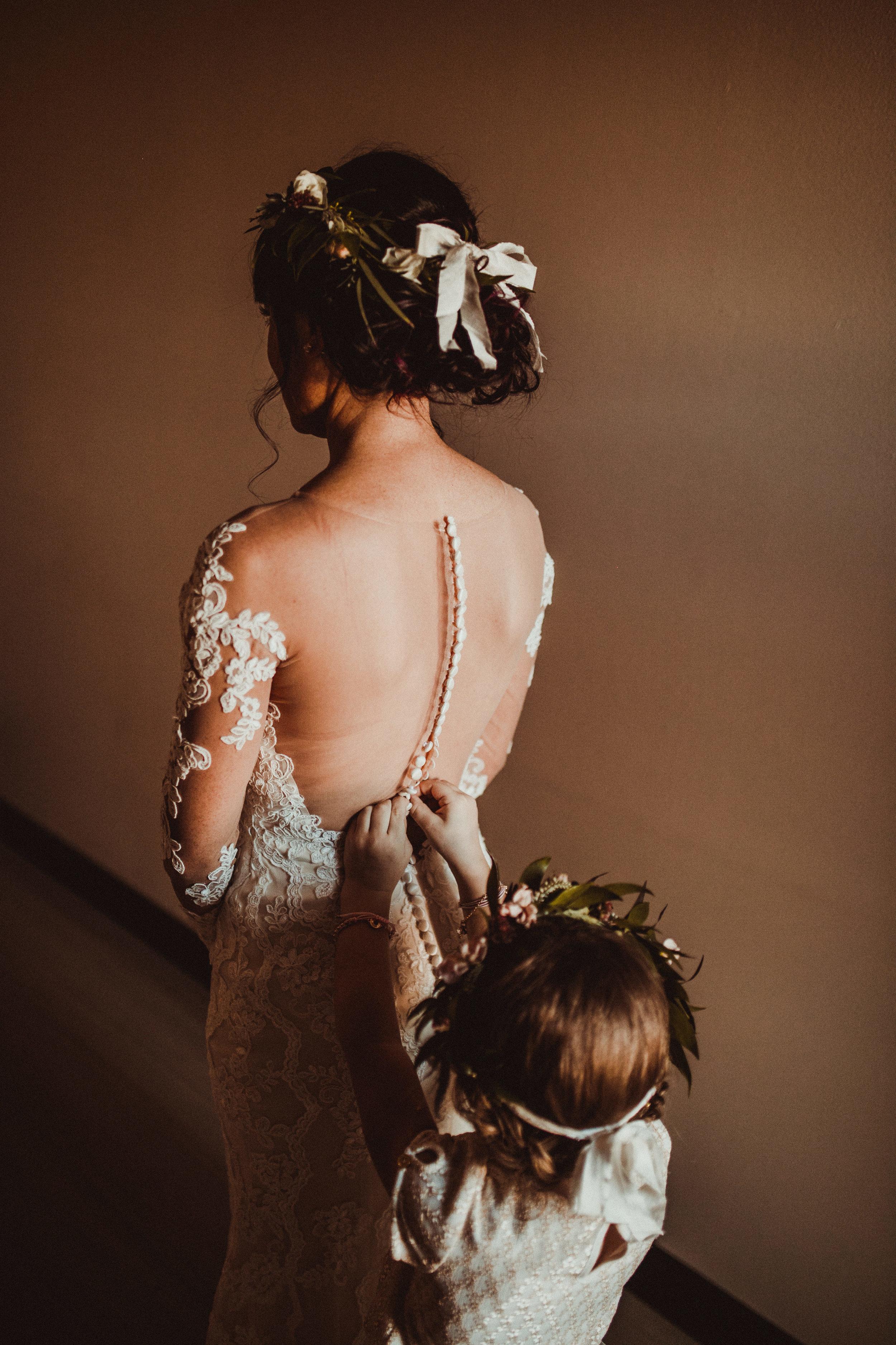 sam-brittany-fortwayne-wedding-brynnaisabell-gettingready (94 of 115).jpg